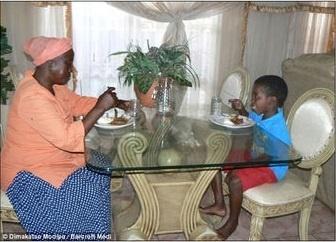 Así vive el niño de 8 años que se casó con la mujer de 61 33