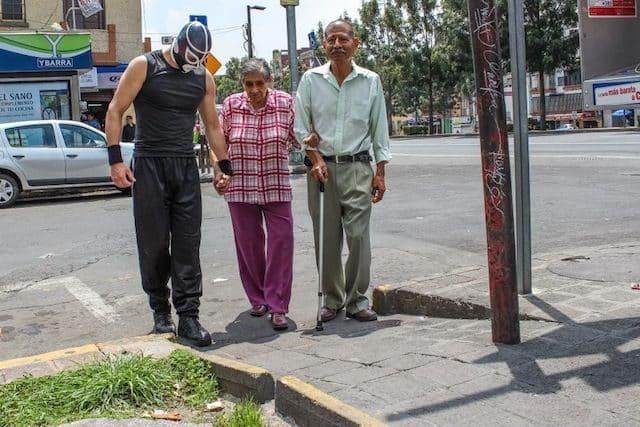 Peatónito, el nuevo superhéroe real que lucha por los derechos de los peatones 15