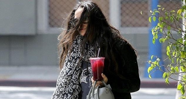 Demi Moore mostró sus piernas sin depilar 8