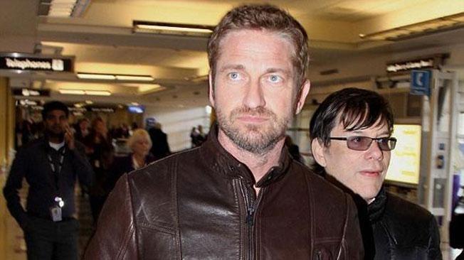 Gerard Butler y un gran papelón en un aeropuerto 13