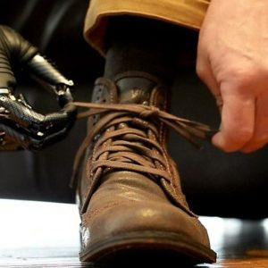 #Video Hombre con la mano biónica más avanzada del mundo ya se puede atar los cordones 20