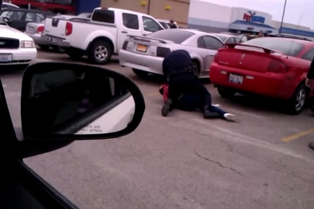 #Video Un policía de EE.UU usa una pistola eléctrica contra una embarazada 4