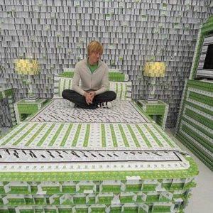 Un hotel hecho con más de 200.000 tarjetas llave 11