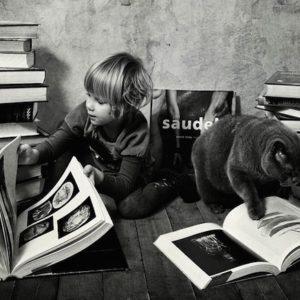 Tiernas fotografías de la amistad de una niña y su gata Lilu 3