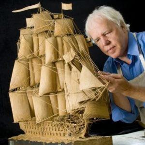 Estubo 17 años tallando la réplica de un barco 19