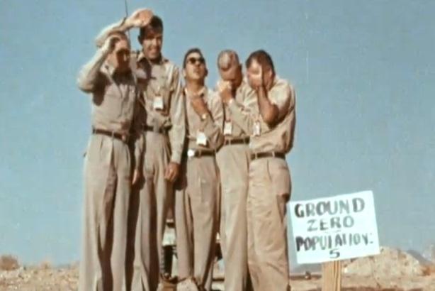 El día que lanzaron una bomba atómica sobre 5 hombres 4