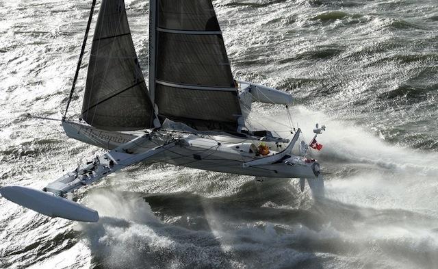 L'Hydroptère: el velero más rápido del mundo no surca el mar sino vuela 13