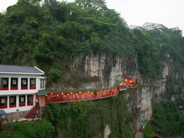Fangweng, un original restaurante colgante en China 14