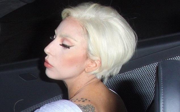 fe0efe99c1b37c50887addb07331c023 - El cortísimo pelo de Lady Gaga