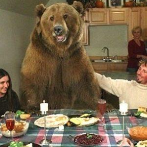 Tiene un oso grizzly como mascota 27