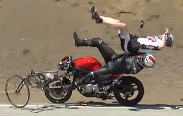539f8dd76e099eb9d04a719fd163f4e3 - Motociclista atropella a ciclistas