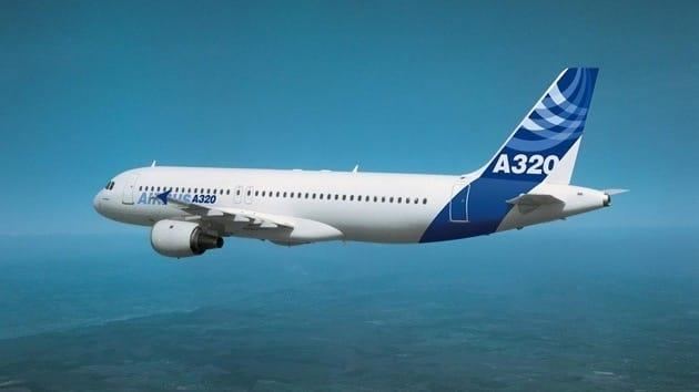 Avión de pasajeros, a punto de chocar con un ovni en el cielo de Escocia 10