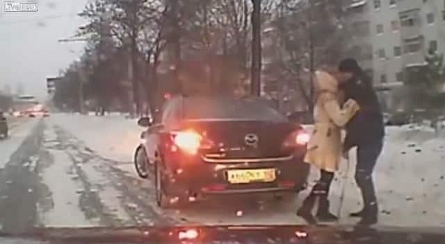 c44822d32ff3e4d3502beb64dc1dbd85 - #Video Por fin un buen uso de las cámaras rusas: mostrar la bondad humana