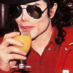 Michael Jackson bebía 6 botellas de vino al día 26
