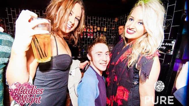 salir fiesta MDSIMA20130511 0112 8 - Las peores fotos de una noche de fiesta