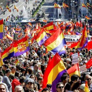 #Video Miles de españoles piden la instauración de la III República Española 27