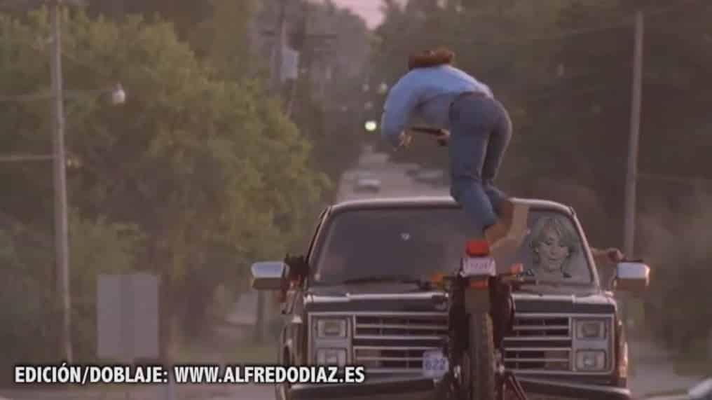 #Video Esperanza Aguirre atropella a Chuck Norris, Van Damme, unos moteros y le hacen un trailer 2