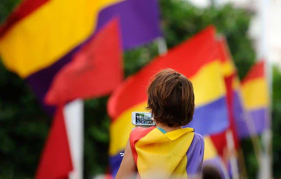 la-ciudadania-se-echa-a-la-calle-para-pedir-un-referendum-por-la-tercera-republica-12