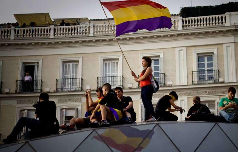 la-ciudadania-se-echa-a-la-calle-para-pedir-un-referendum-por-la-tercera-republica-13