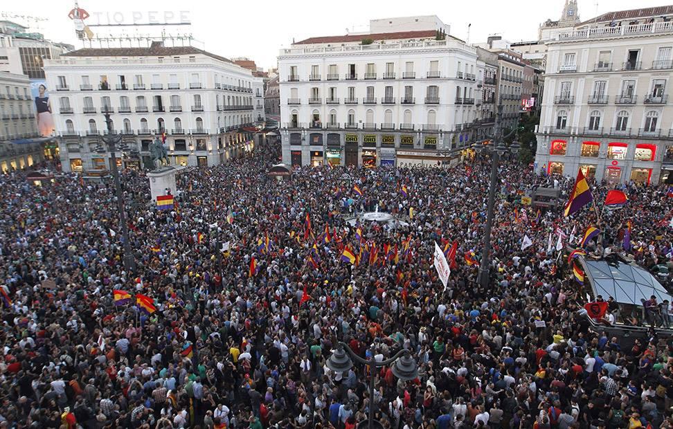 la-ciudadania-se-echa-a-la-calle-para-pedir-un-referendum-por-la-tercera-republica-14