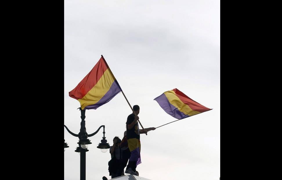 la-ciudadania-se-echa-a-la-calle-para-pedir-un-referendum-por-la-tercera-republica-18