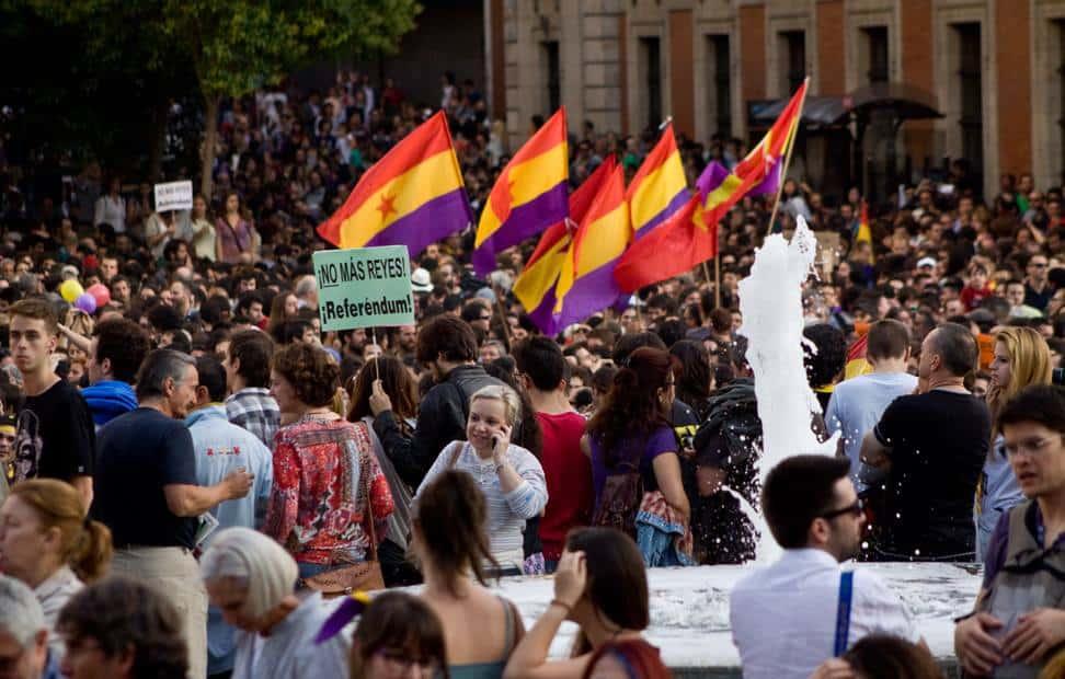 la-ciudadania-se-echa-a-la-calle-para-pedir-un-referendum-por-la-tercera-republica-2