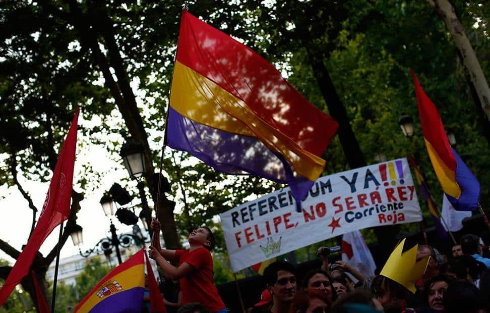 la-ciudadania-se-echa-a-la-calle-para-pedir-un-referendum-por-la-tercera-republica-6