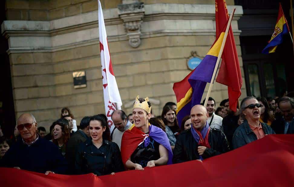 la-ciudadania-se-echa-a-la-calle-para-pedir-un-referendum-por-la-tercera-republica-9