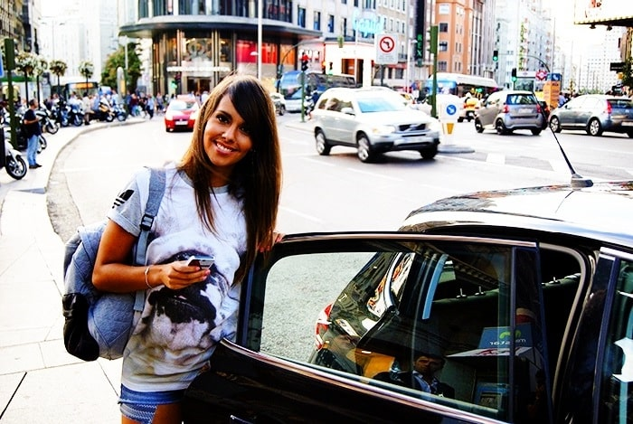 """Los taxistas contra Cristina Pedroche: """"No cojas jamás un taxi, te conocemos todos y no eres bienvenida"""" 12"""