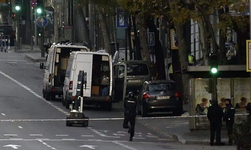 5493e75558554 - Un desempleado de Teruel estrella un coche con bombonas de butano en la sede del PP Génova 13