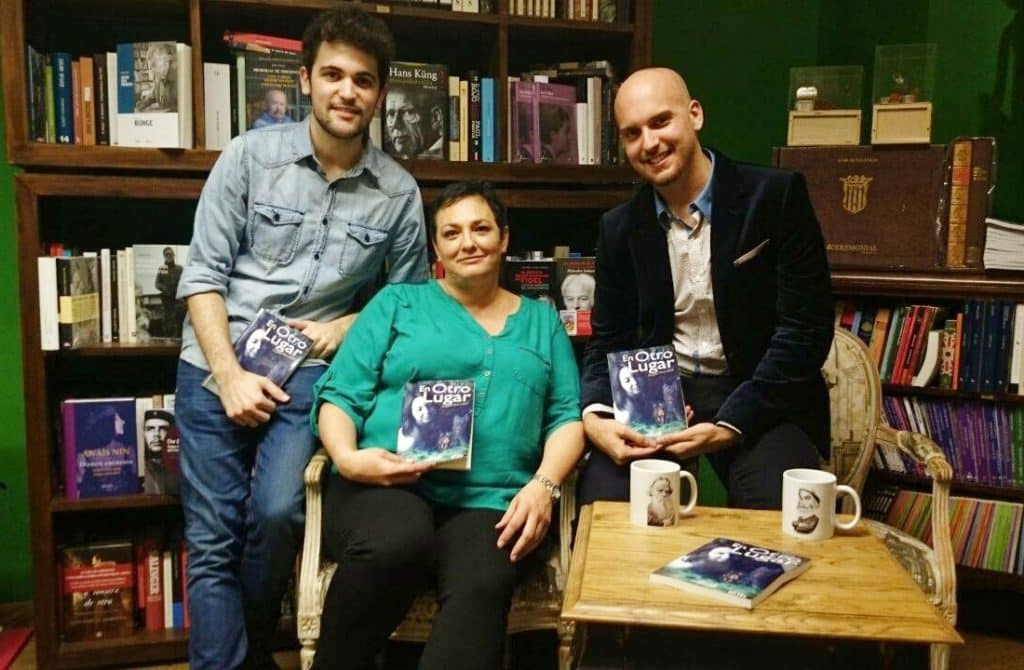 #Video Ángela Piña López presentó su libro 'En otro lugar' en la Librería Leo de Valencia 2