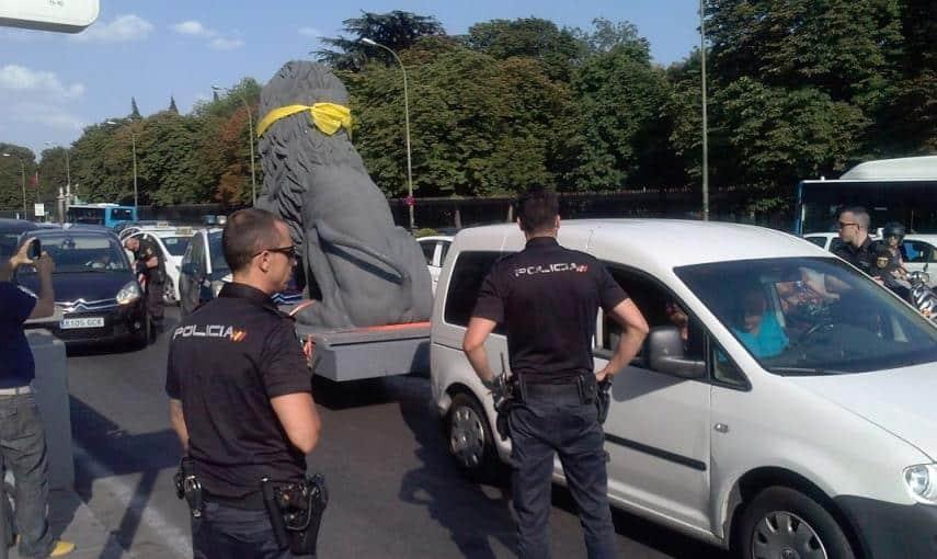 d215488382b19d3baa0e6b2048422547 - La Policía identifica a un león que protestaba contra la Ley Mordaza