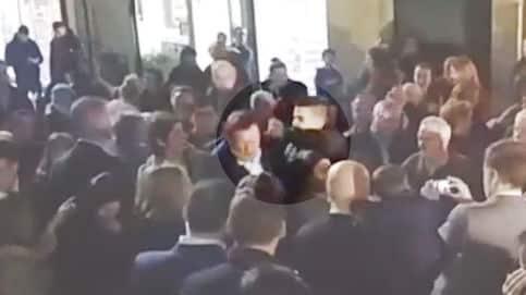 Agreden a Rajoy en Pontevedra con un Brutal puñetazo y le rompen las gafas 2