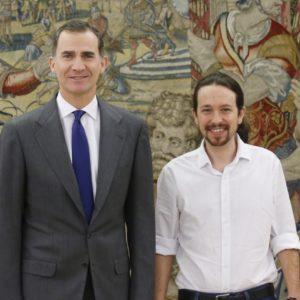 Felipe VI Rey de España junto al lider de Podemos Pablo Iglesias