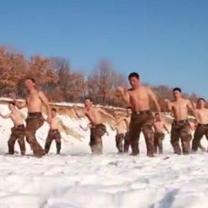 #Video Así se entrenan los soldados chinos a 30 grados bajo cero 4