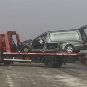 Metieron al muerto en la ambulancia y al vivo en un ataúd tras un accidente de tráfico en Orense 16
