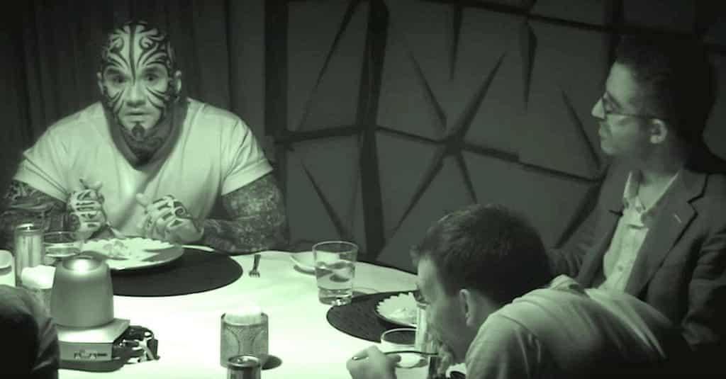 6 desconocidos conversaron en una habitación oscura, cuando encienden la luz nadie cree lo que ven 14