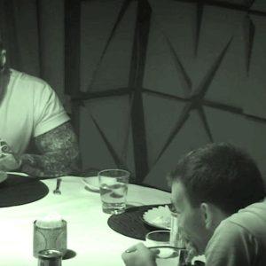 6 desconocidos conversaron en una habitación oscura, cuando encienden la luz nadie cree lo que ven 22