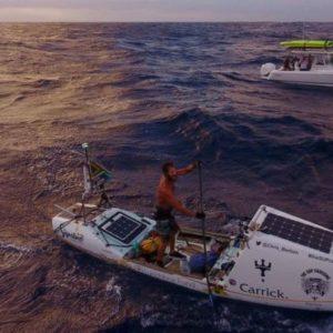Chris Bertish el hombre que cruzó el océano Atlántico solo con un remo y una tabla 25