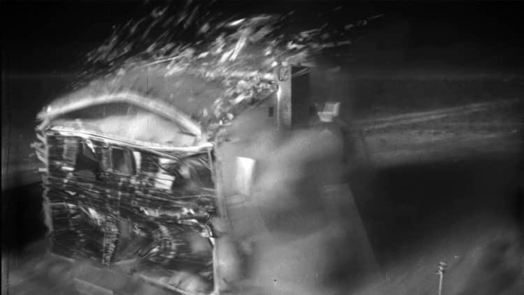 dc2d0596845eb486878564f1d177ad4f - El video que muestra qué pasa con una casa durante una explosión nuclear