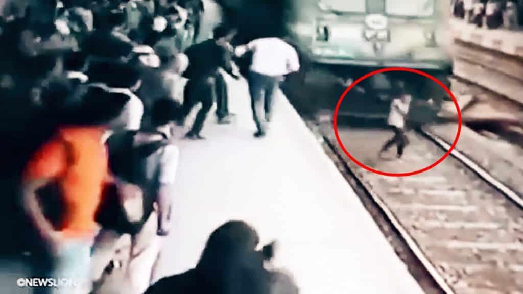 #Video Chica es arrollada por un tren mientras hablaba por teléfono y sobrevive 2