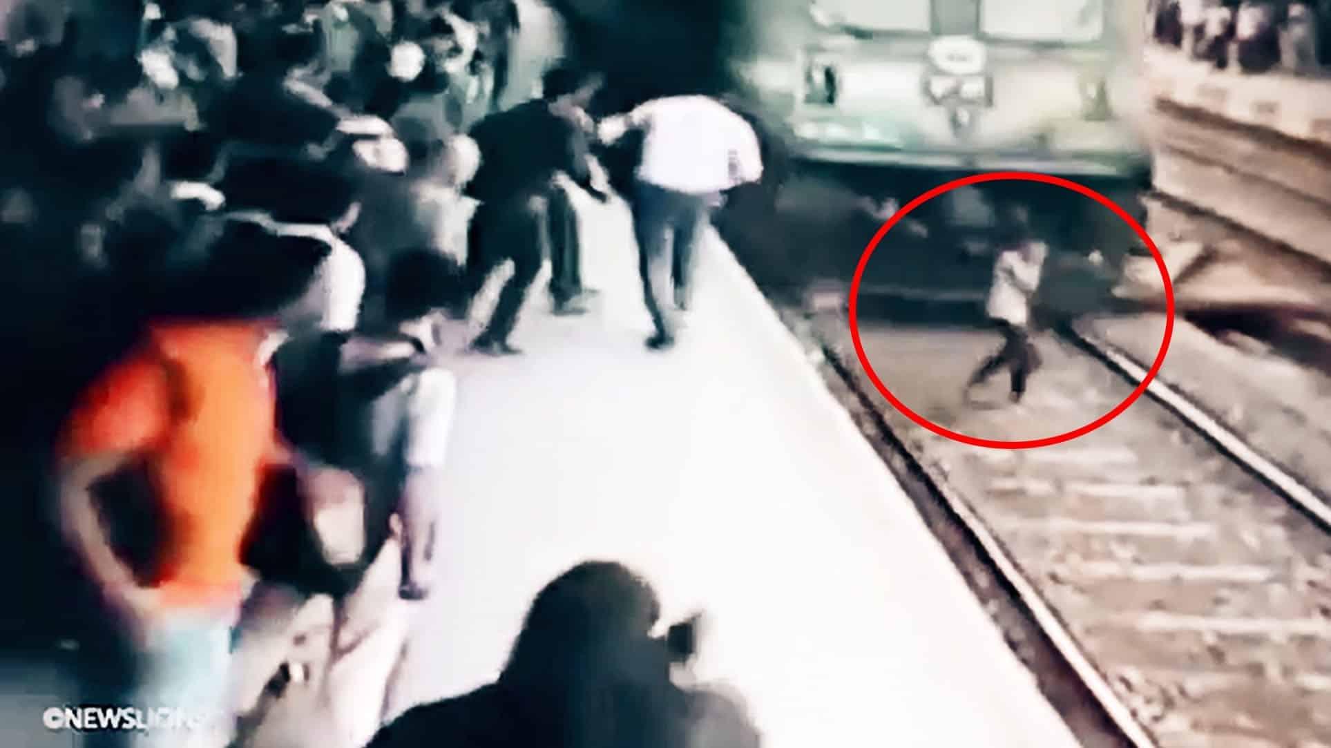 #Video Chica es arrollada por un tren mientras hablaba por teléfono y sobrevive 13