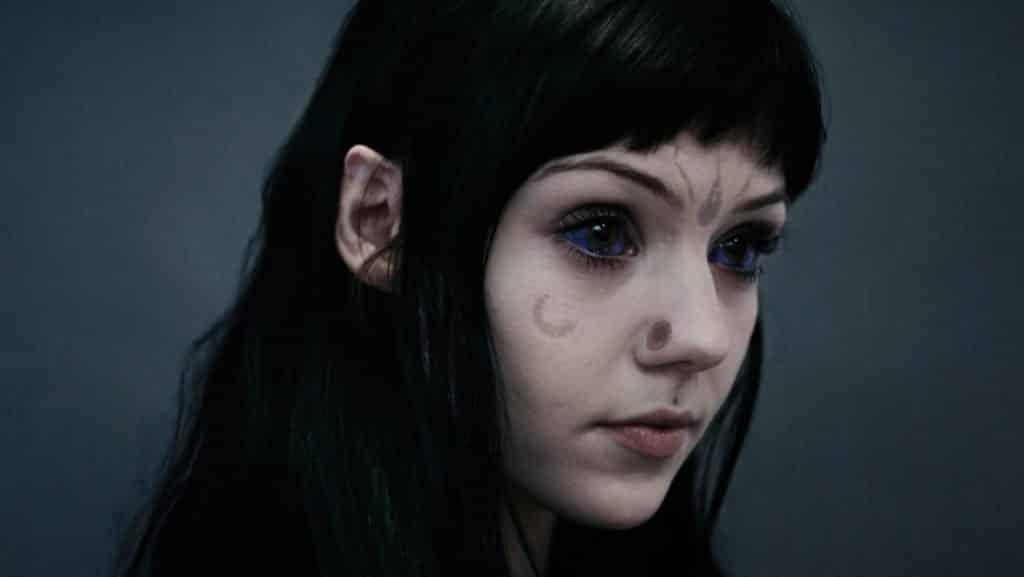 Grace Neutral la chica que se cree una extraterrestre 2
