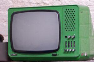 tv 1639240 640 300x200 - 10 Cosas que te ofrece la Radio y la TV no