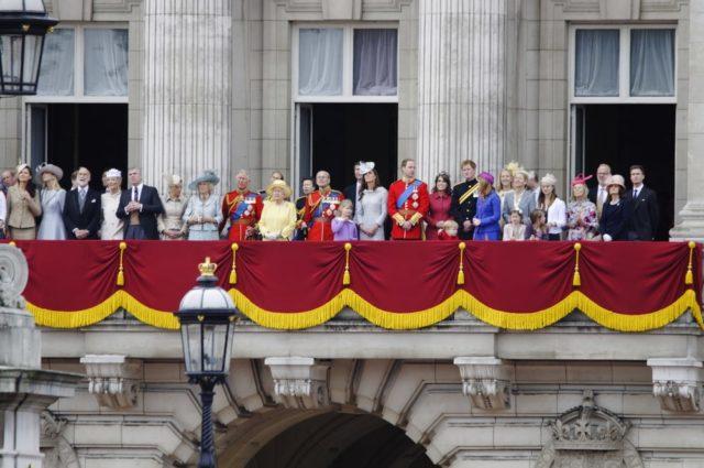 Reglas De La Familia Real Británica En Vestimenta, postura: