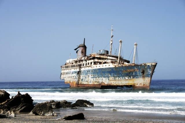 stranded-ship-1560258-e1554805133694-7059984