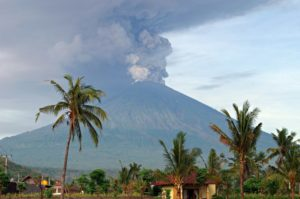 volcan10 300x199 - Conoce este top de los 10 volcanes activos más peligrosos de todo el mundo