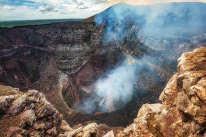 volcan3 300x200 - Conoce este top de los 10 volcanes activos más peligrosos de todo el mundo