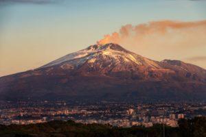 volcan7 300x200 - Conoce este top de los 10 volcanes activos más peligrosos de todo el mundo