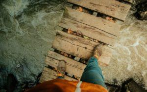 Los 10 puentes  peligrosos e increíbles del mundo 45